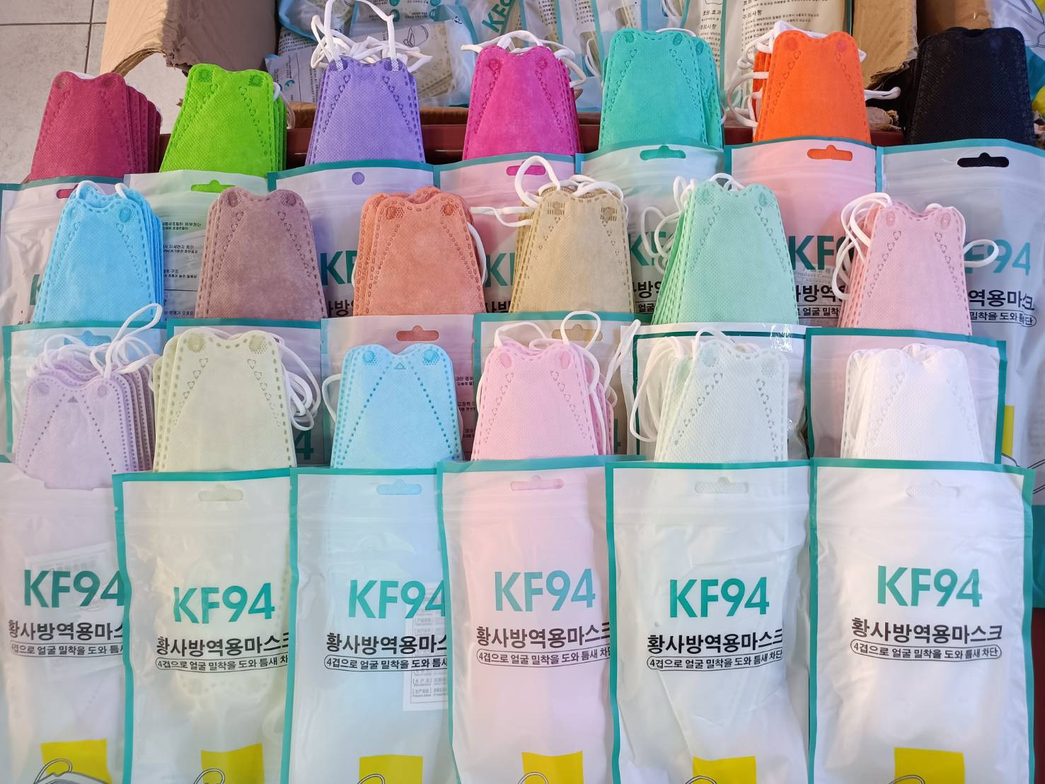 48 สี พร้อมส่งที่ไทย flash Sale KF94 ดำ ขาว 5 บาท [1 ซองมี 10 ชิ้น] สีเยอะมาก สวยตรงปก แมสเกาหลี  Different Fashion Mask PM2.5 ส่งของเร็ว,kd สามารถป้องกันการรับเชื้อโรคได้ดี
